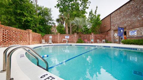 Best Western Sea Island Inn - Outdoor Swimming Pool