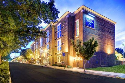 Hampton Inn Columbia Downtown Historic District - Exterior Night