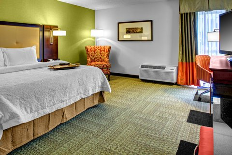 Hampton Inn Columbia Downtown Historic District - Mobility Accessible King Bedroom