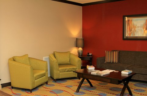 Holiday Inn Express & Suites FLORESVILLE - Lobby Area