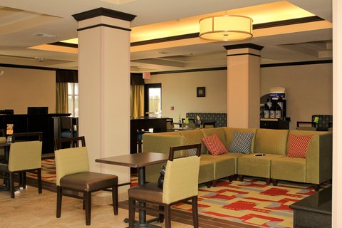 Holiday Inn Express & Suites FLORESVILLE - Breakfast Area