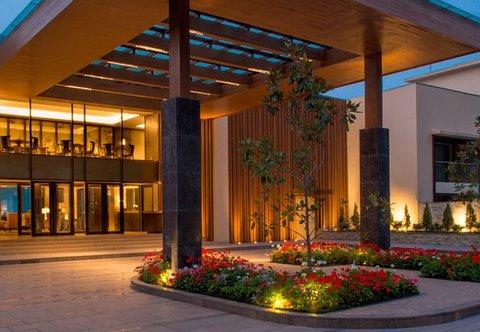 JW Marriott Mussoorie Walnut Grove Resort & Spa - Porte Cochere