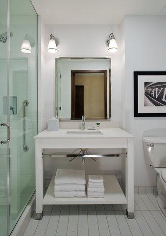 Wingate by Wyndham Nashville Airport - Bathroom