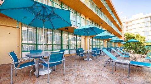 BEST WESTERN PLUS Oceanside Inn - Pool Area