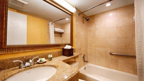 BEST WESTERN PLUS Oceanside Inn - Guest Bathroom
