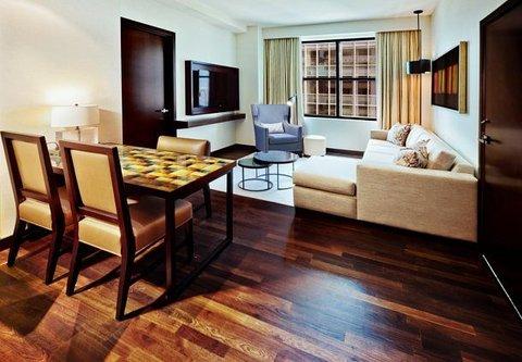 JW Marriott Houston Downtown - Executive Suite   Living Room
