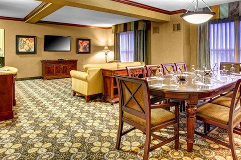 Hilton Columbia Center -  Executive Suite Living Room