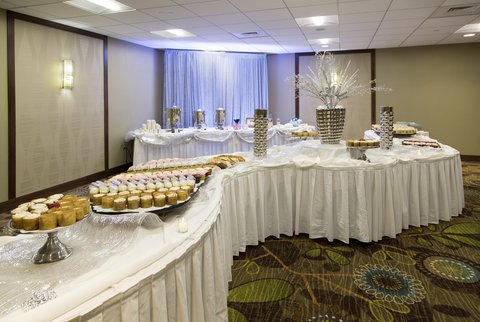 Holiday Inn ANN ARBOR-NEAR THE UNIV. OF MI - Dessert Buffet for Holiday Functions