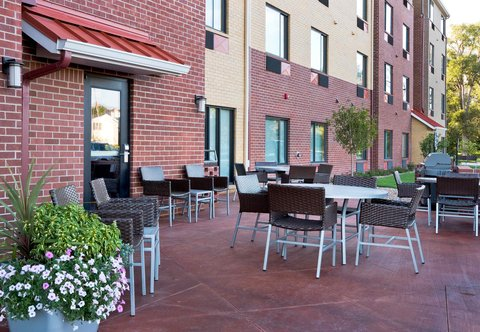 TownePlace Suites Dodge City - Outdoor Patio