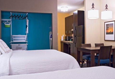 TownePlace Suites Dodge City - Queen Queen Studio Suite   elfa Closet