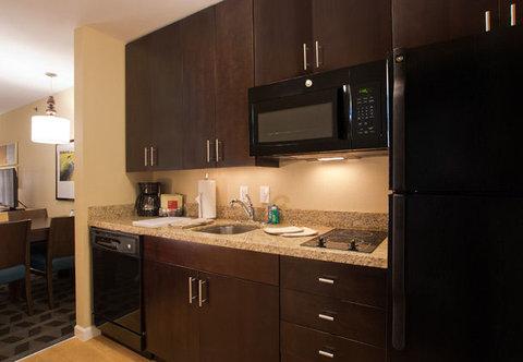 TownePlace Suites Dodge City - Studio Suite Kitchen