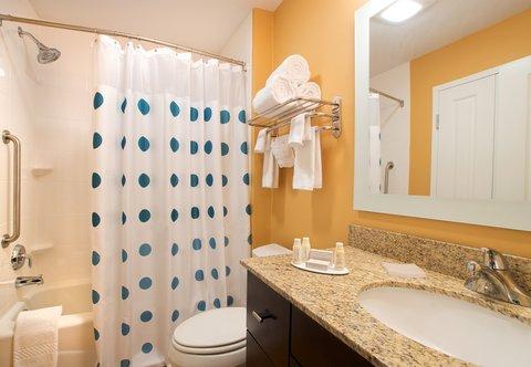 TownePlace Suites Dodge City - Suite Bathroom