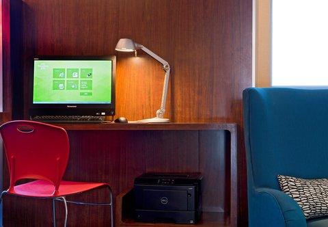 TownePlace Suites Dodge City - Business Center