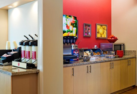 TownePlace Suites Dodge City - Breakfast Buffet