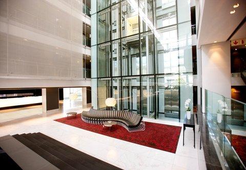 African Pride 15 on Orange Hotel - Atrium - Shongololo Couch