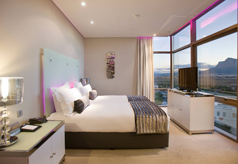 African Pride Crystal Towers & Spa - Executive Double Double Guest Room