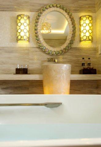 Salinda Premium Resort and Spa - Suite Sea View Villa Bathroom at Salinda Premium