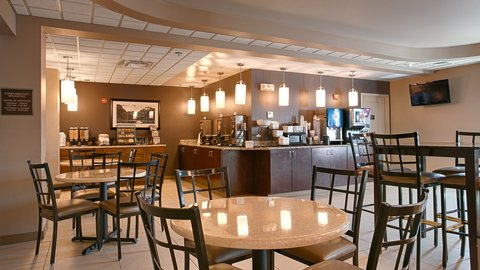 BEST WESTERN PLUS Chena River Lodge - Breakfast In the Lobby