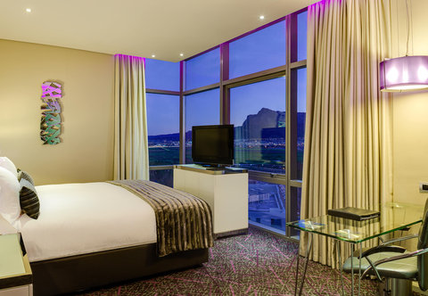 African Pride Crystal Towers & Spa - Executive King Guest Room with View