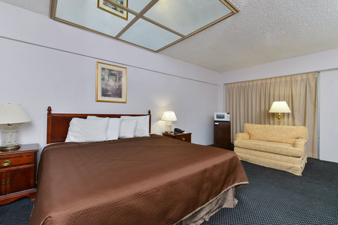 Americas Best Value Inn Corpus Christi North Airport - One King Bed Jacuzzi Suite