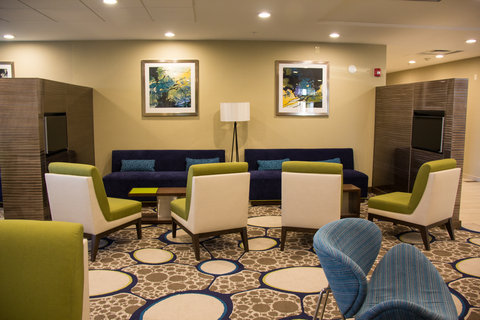 Wingate by Wyndham El Paso Airport - Lobby Area at Holiday Inn El Paso Airport