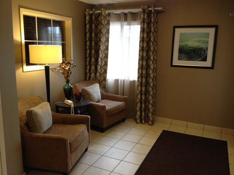 Candlewood Suites DETROIT-ANN ARBOR - Hotel Lobby