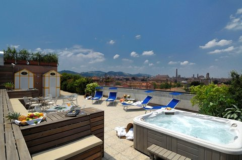 Aemilia Hotel - Aemilia Hotel Terrace   Hot Tub