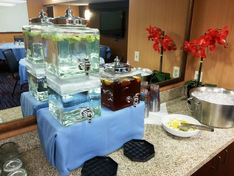 Courtyard Dallas DFW Airport North/Irving - Refreshing Catering Beverages