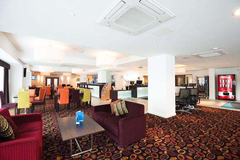 Holiday Inn Express Birmingham - South A45 Lobby