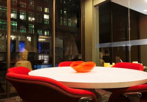 Fairfield Inn & Suites Charlotte Uptown - Red Room