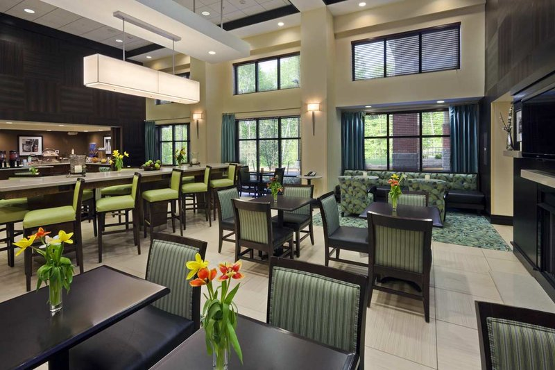 Hampton Inn & Suites Mt. Vernon / Belvoir - Alexandria South Area Lobby