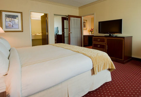 Columbus Airport Marriott - King One-Bedroom Suite - Bedroom