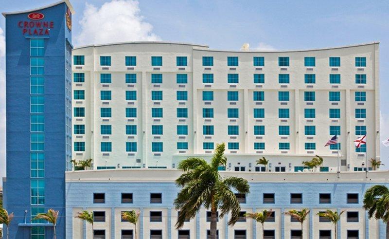 Crowne Plaza Hotel Ft. Lauderdale APT/Cruise Port Außenansicht
