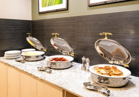 Fairfield Inn & Suites Charlotte Uptown - Breakfast Buffet