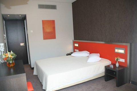 Hotel Des Roses - Bedroom