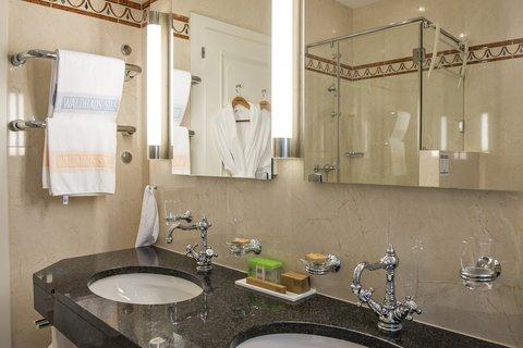 Hotel Waldhaus - Best Guestroom Bath