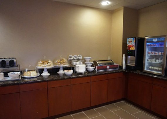 Comfort Suites Lombard Gastronomy
