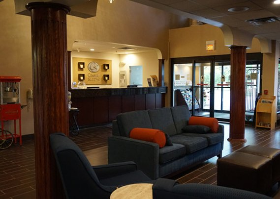 Comfort Suites Lombard Lobby