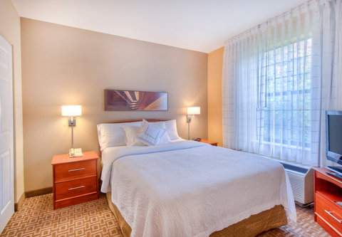 TownePlace Suites Charlotte University Research Park - One-Bedroom Suite - Bedroom