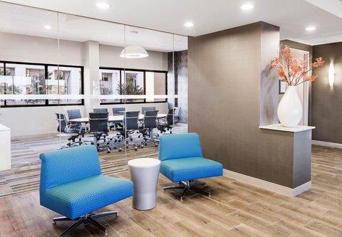 Fairfield Inn & Suites Charlotte Uptown - Studio 220 Social Pods
