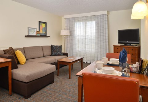 Denver Airport Marriott at Gateway Park - One-Bedroom Queen Suite   Living   Dining Area