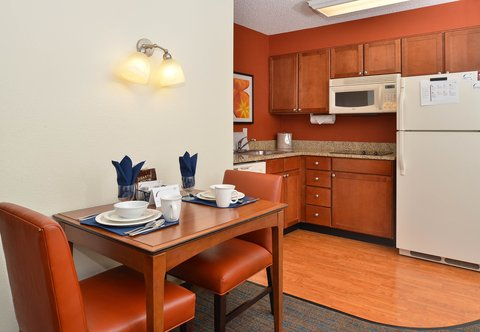 Denver Airport Marriott at Gateway Park - One-Bedroom Suite  Dining Area   Kitchen