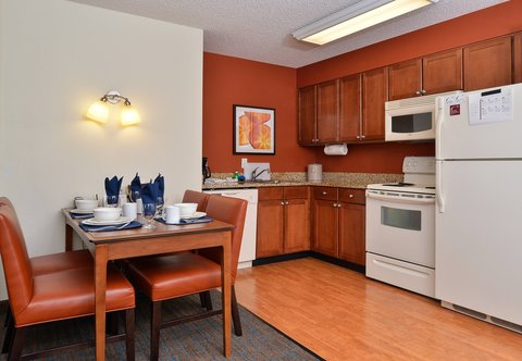 Denver Airport Marriott at Gateway Park - Two-Bedroom Suite   Dining Area   Kitchen