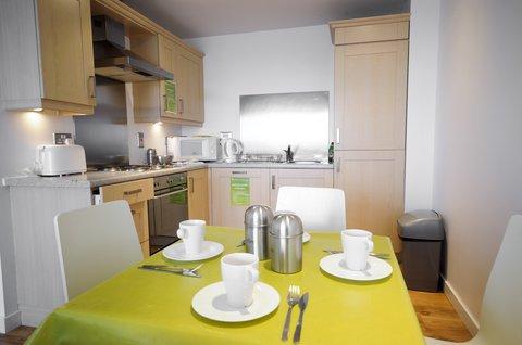 Ocean Apartments - 2 Bedroom Apartment - Kitchen