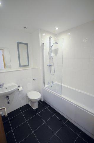 Ocean Apartments - 2 Bedroom Apartment - Bathroom