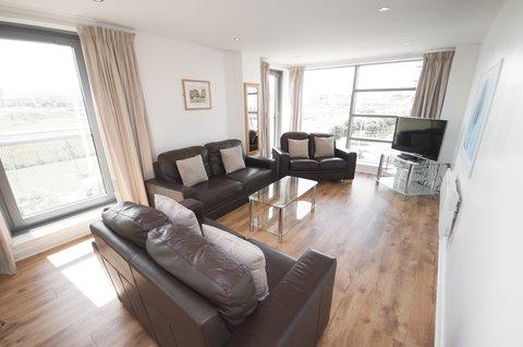 Ocean Apartments - Family Apartment Living Room