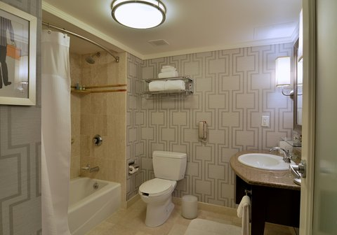 The Back Bay Hotel - Deluxe Bathroom