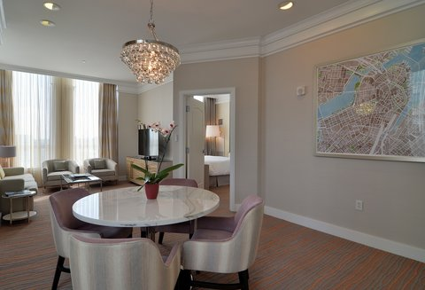 The Back Bay Hotel - Luxury Suite Dining Area