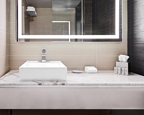 Charlotte Center City Hotel - Guest Bathroom