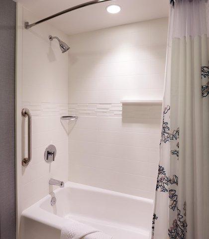 Residence Inn Salt Lake City Murray - Suite Bathroom   Tub Shower Combination